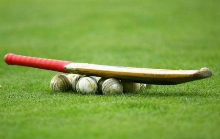 Cricket+bat+and+balls+generic_2_0_0_0_0_0_0.jpg
