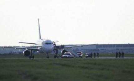 airline-passengers-de_lim2_0_0_0asdf_0.jpg