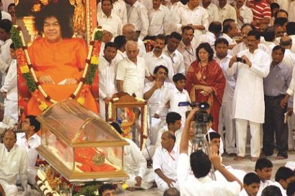 Devotees gather to pay their last respects to Satya Sai Baba at his ashram in Puttaparthi on Sunday. PHOTO: P. Surendra